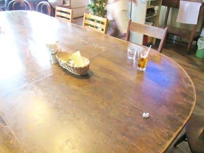 カリフォルニアベイビー店内の中央テーブル
