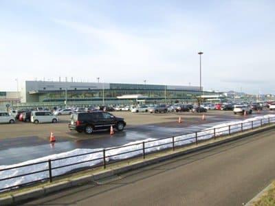 函館空港の駐車場