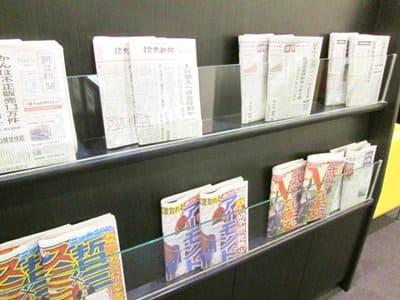 函館空港ラウンジA SPRING内に置かれている新聞