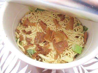 函館麺厨房あじさいのカップ麺の具材