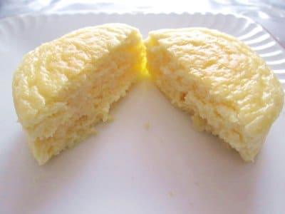 ジョリクレールのチーズケーキを半分に割ったところ