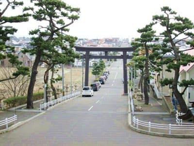 函館八幡宮の石段の途中から函館の待ちを見下ろしたところ