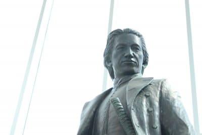 五稜郭タワーに設置されている土方歳三の銅像
