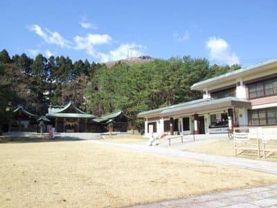 函館護国神社の境内