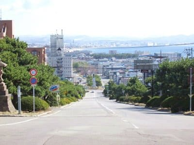 護国神社坂の上から見た函館の景色
