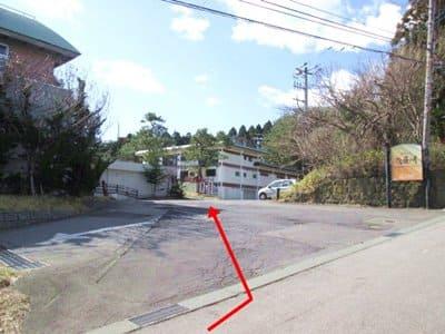 函館護国神社の駐車場への道
